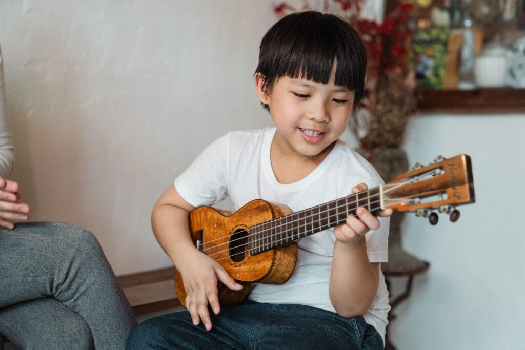 bambino che suona