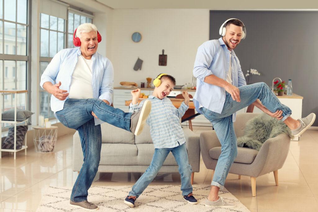 3 generazioni che ascoltano musica insieme